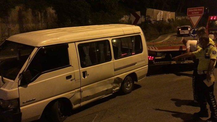 'dur' İhtarına Uymayan Kadın Sürücü Kaza Yaptı