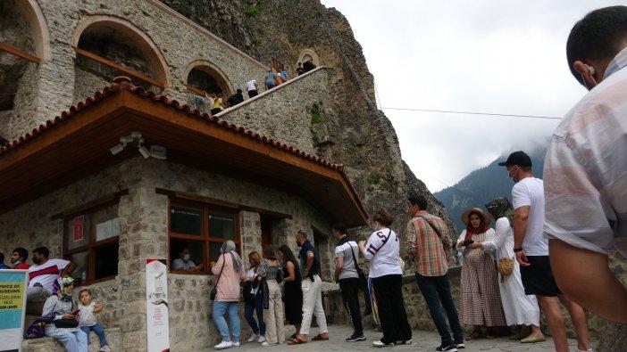 Restorasyon Çalışmaları Tamamlanan Sümela'ya Ziyaretçi Akını