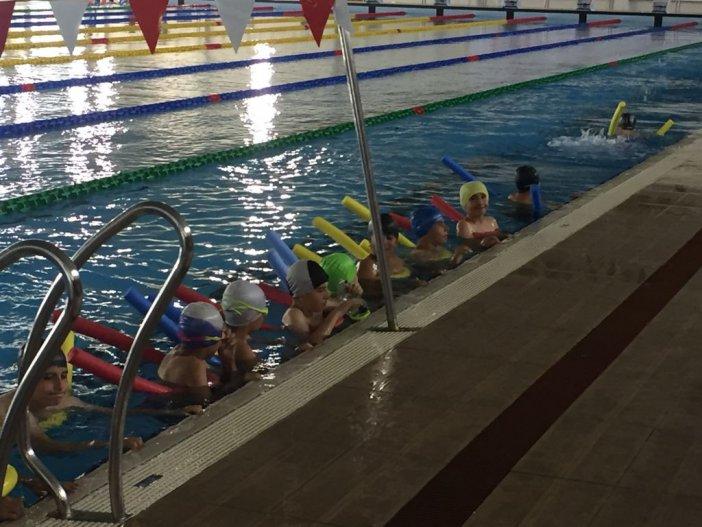 Erzurum'da Düzenlenen Yüzme Kursuna Yoğun İlgi