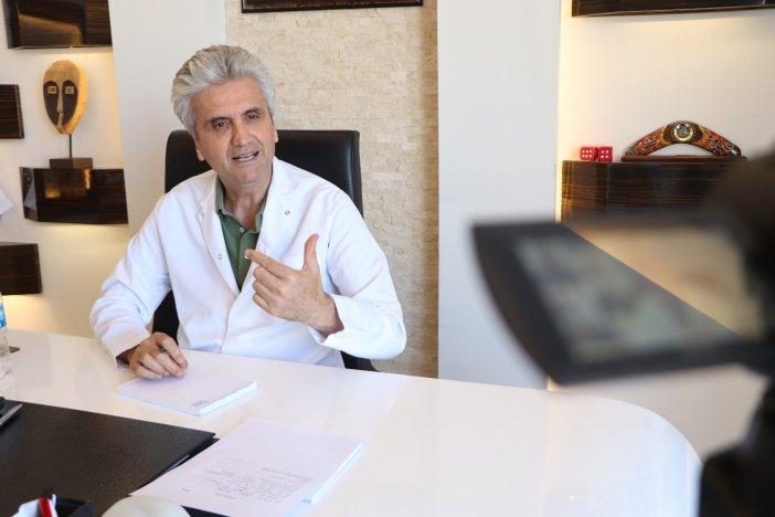 """Uzm. Dr. Hayati Akbaş: """"estetik Cerrahi Abartıya Kaçmadan Daima Makulü Gözeterek Yapılmalı"""""""
